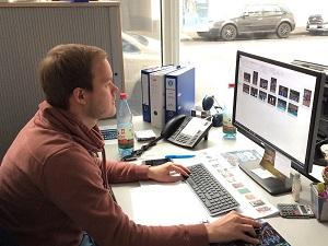 Laurin am Arbeitsplatz web