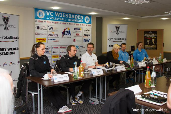 01_pokalfinale-pressekonferenz_2013-02-23_foto-detlef-gottwald-0105a.jpg