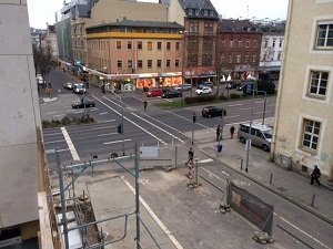 Blick von Außengalerie auf Schwalbacher Str. Ecke Friedrichstr. klein